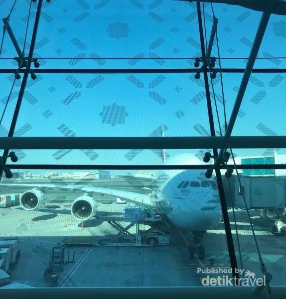 Menunggu boarding di Dubai International Airport DXB ( cuma ini aja foto di Dubai yang saya punya )