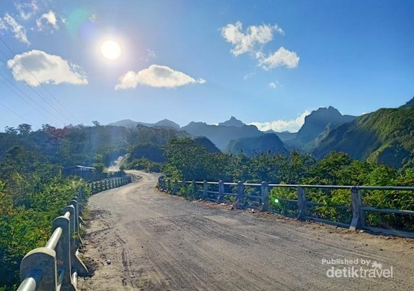 Jalur menuju area parkir kawasan wisata Gunung Kelud di Kabupaten Kediri, Jawa Timur.