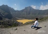 Pemandangan kawah Gunung Kelud dari sisi barat di kaki puncak Sumbing.