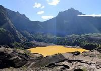 Pada letusan besar tahun 2014 lalu kawah ini sempat tertutup oleh kubah lava raksasa.