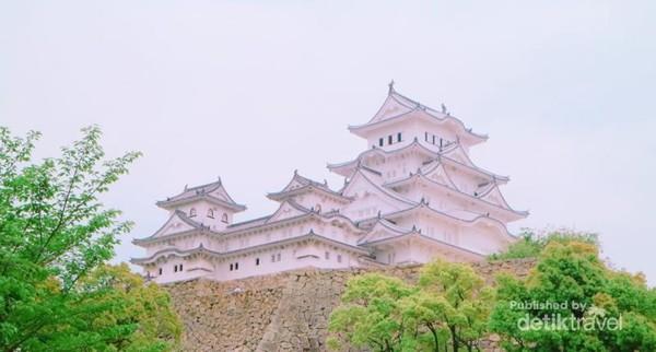 Himeji Castle yang dibangun untuk keperluan bertempur namun, di saat yang sama harus menunjukkan keindahan.