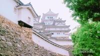 Menyusuri lorong bertangga untuk mencapai Himeji Castle.