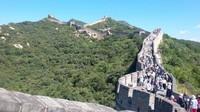 Menelusuri Tembok Besar Cina dengan jalanan menanjak di Badaling