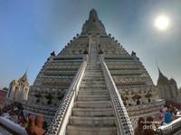 Di bagian paling tinggi terdapat patung Dewa Indra yang yang mengendarai Erawan