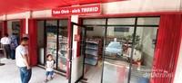 Tersedia juga toko oleh-oleh yang menjual aneka macam makanan ringan