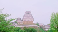 Himeji Castle tampak dari lorong dan gang bertangga.