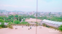 Pemandangan kota dari menara istana.