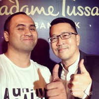 Berfoto dengan Mr. Noppadon Prapimpunt, Head of Bangkok Cluster for Merlin Entertainments ( Madame Tussauds Bangkok )