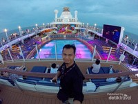 Kapal Pesiar Ovation of The Seas