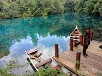 Banggai Kepulauan mempunyai daya tarik wisata yang memukau, yang terletak di Salakan. Tempat ini belum banyak diketahui banyak orang, karena lokasinya cukup jauh dengan pusat kota.