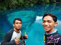 Dengan air yang sangat jernih mata pengunjung serasa dimanjakan karena bisa melihat sampai ke dasar danau.