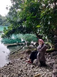 Ada juga yang bersembunyi di balik pepohonan yang ratusan tahun tenggelam di bawah danau.
