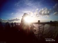 Matahari tenggelam di Danau Semayang tak kalah cantik dengan momen matahari tenggelam di pantai.