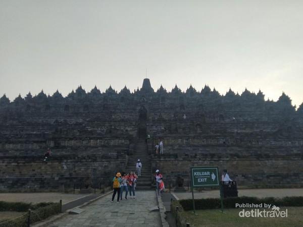 Menjelajahi Candi Borobudur