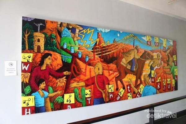 Lukisan besar yang ada di salah satu dinding Lawangwangi .