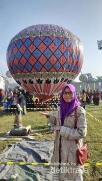 Lomba Menambatkan Balon Udara