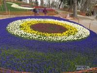 Bundaran bunga beraneka ragam di Emirgan Park