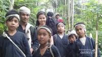 Bersama dengan warga Suku Baduy Dalam