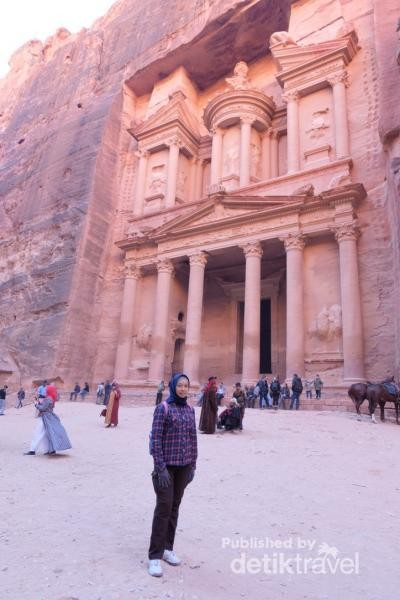 Red rose city, Treasury, Petra