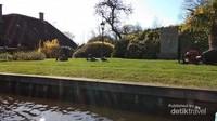 Giethoorn memiliki panjang kanal utama sekitar 7,5 kilometer. Daerah ini pertama kali dibuat dan dihuni para buronan dari Turki, Perancis, dan Spanyol.