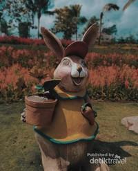 Salah satu patung kelinci yang disukai anak - anak