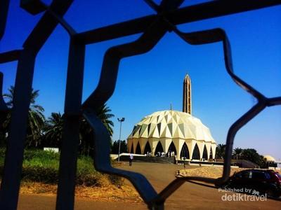 Melihat Masjid Unik Berbentuk Durian di Sudan