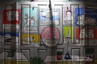Salah satu detail mural yang ada .