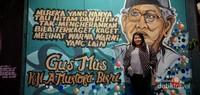 Salah satu mural yang menggambarkan tokoh Gus Mus , juga menjadi latar berfoto pengunjung.
