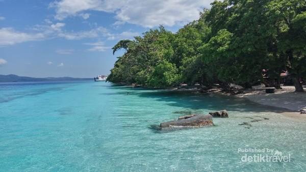 Biru toska Pantai Liang