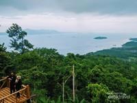 Bercengkrama sambil indahnya menikmati pemandangan alam dari ketinggian