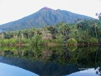 Penampakan Gunung Gamalama dari Danau Tolire Kecil