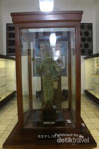 Museum ini terdiri dari beberapa ruangan yang memisahkan masing-masing koleksi.