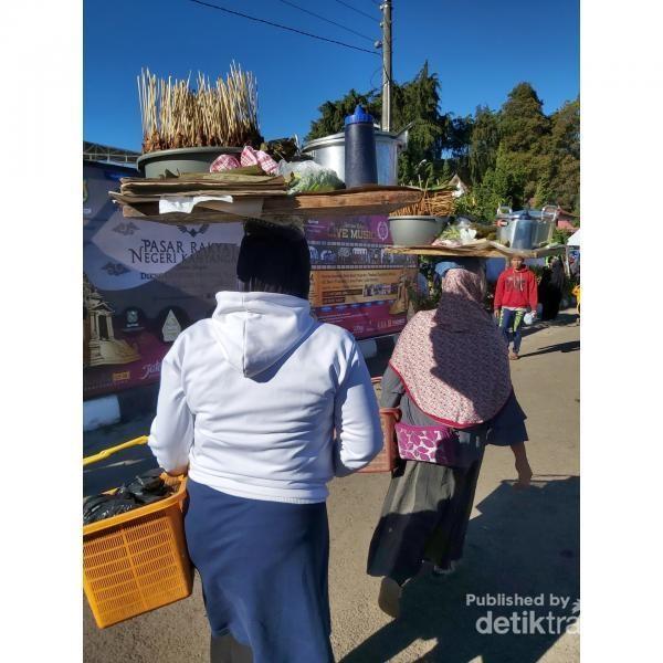 Penjual sate di Dieng