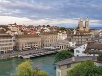 Taman Lindenhof merupakan sisa peninggalan sejarah abad pertengahan di kota Zurich
