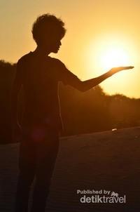 Paduan Gumuk Pasir dan Sunset yang Memesona
