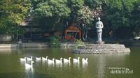 Area lainnya adalah Partini Tuin yang berarti taman air Partini. Beliau adalah putri tertua dari Mangkunegoro VII.