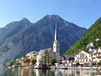 Pemandangan spektakuler dari feri yang sering dijadikan foto di postcard sekaligus ikon Hallstatt