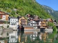 Hallstatt merupakan salah satu situs Warisan Dunia UNESCO yang populer