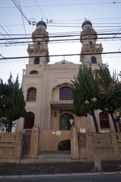 Mesjid Kobe terletak di Distrik Kitano yang dikenal dengan bangunan berarsitektur Eropa