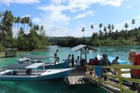 Dek penyewaan kapal menuju spot kece Danau Labuan Cermin