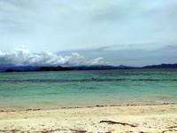 Laut lepas dari bibir pantai Pulau Kanawa