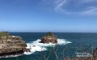 Keindahan batu karang di lepas Pantai Srau