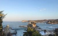 Pantai Klayar ketika pagi tiba.