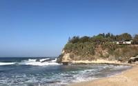 Keindahan sisi lain (barat) Pantai Klayar.