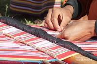Proses menenun biasanya memakan waktu dari 2 minggu hingga 2 bulan.