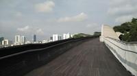 Pagi hari setelah mendarat di Changi, Anda bisa langsung mengunjungi Handerson Wave Bridge