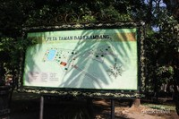 Terdapat peta besar di bagian depan untuk memudahkan pengunjung mencari tujuan.