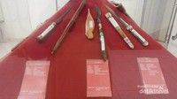 Koleksi tombak yang ada di museum keris.