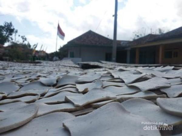 Usaha kerupuk ikan dari Pulau Sapudi, Sumenep, Madura