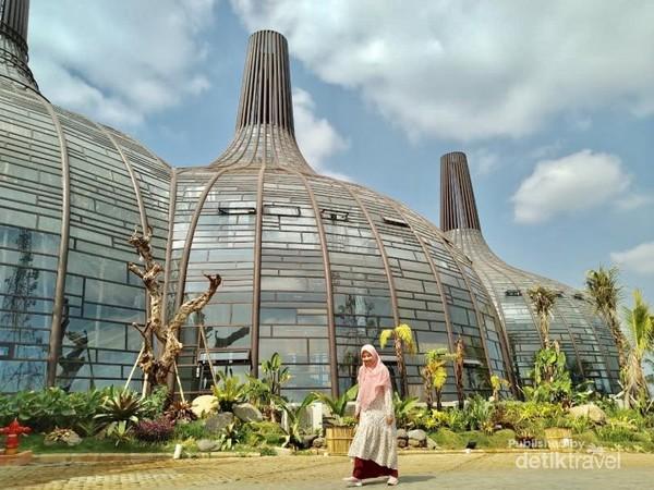 Dusun Semilir. Tempat wisata yang berbentuk seperti Candi Borobudur di Semarang.